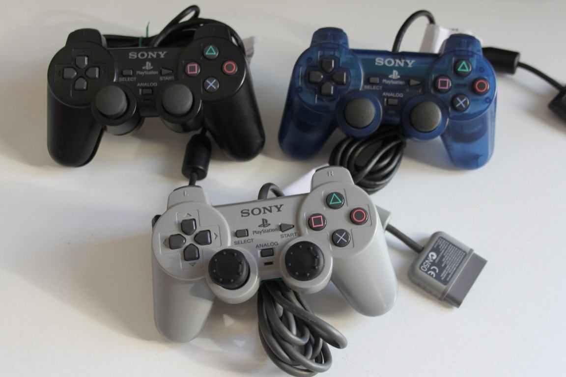 3 Controller Playstation uno e due ricambi