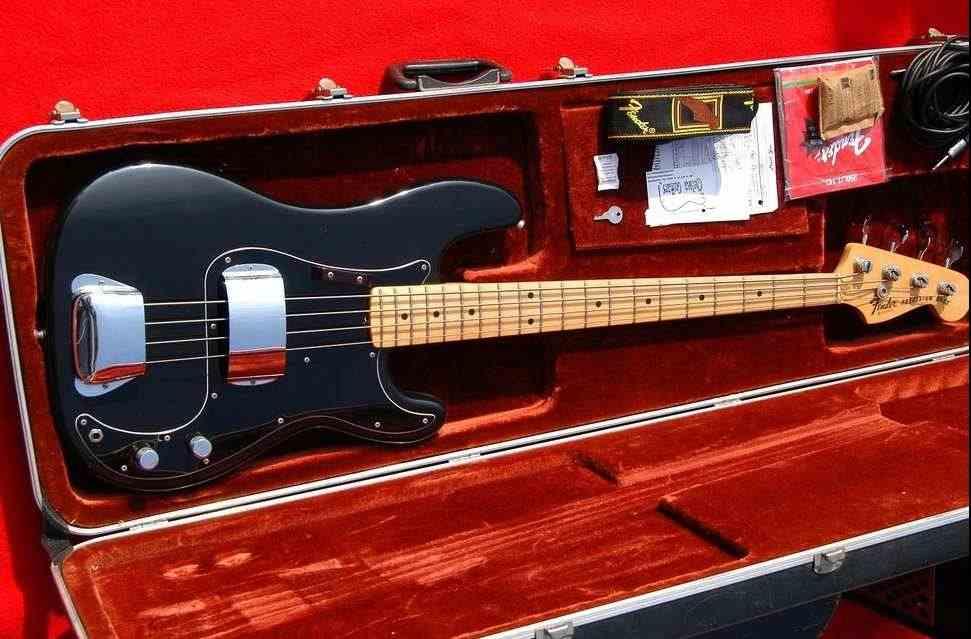 Fender Precision bass 1978 USA 100% originale con custodia
