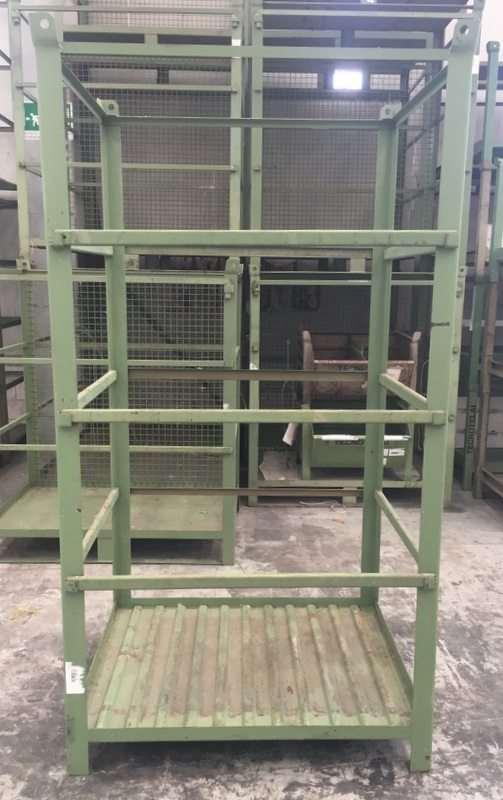 Strutture o gabbioni in ferro impilabili ad incastro usati