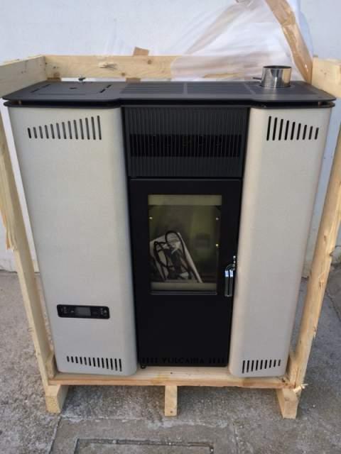 Vendesi 1x Stufa a pellet Slim da 13 kW canalizzata.