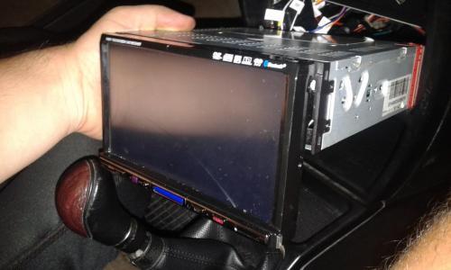 Stereo 1 din con schermo da 7 pollici lo stereo è nuovo mai usato, con una crepa sul vetro