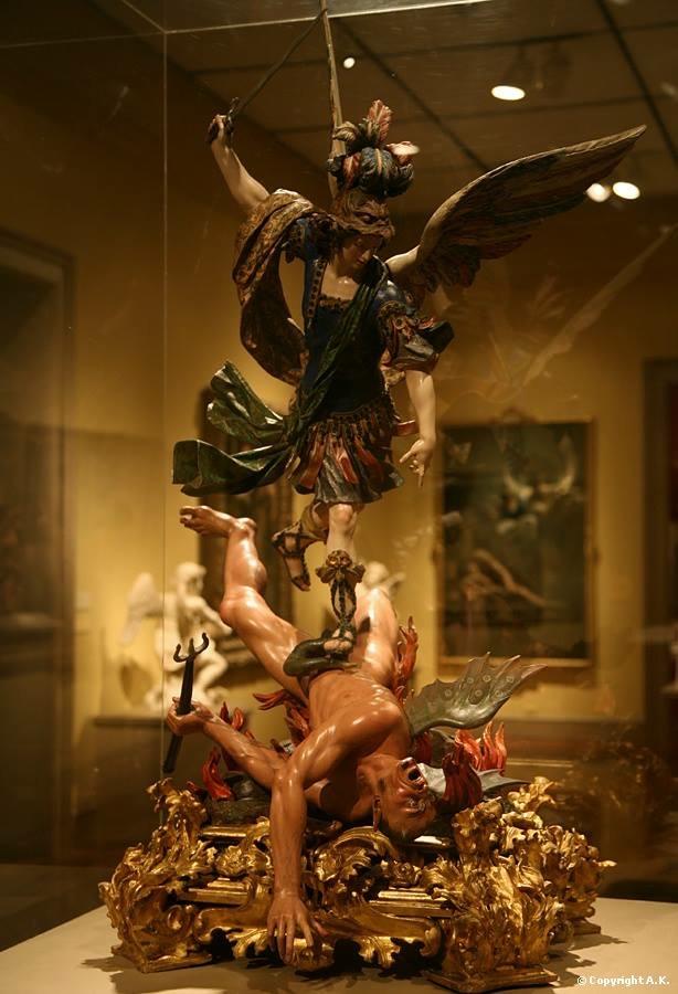 Statua di San Michele antica compero