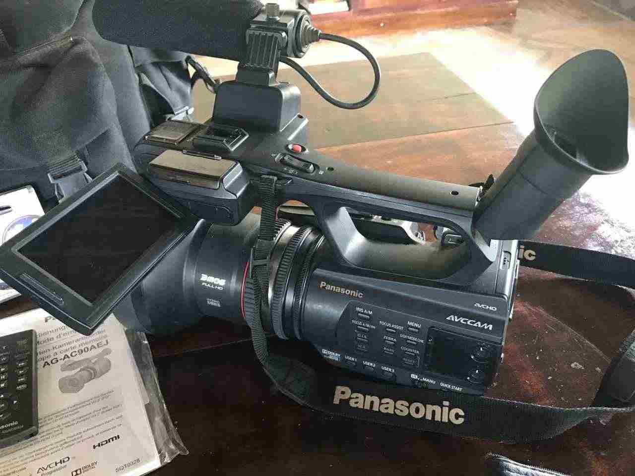 Telecamera professionale Full-HD Panasonic AG-AC 90 + accessori