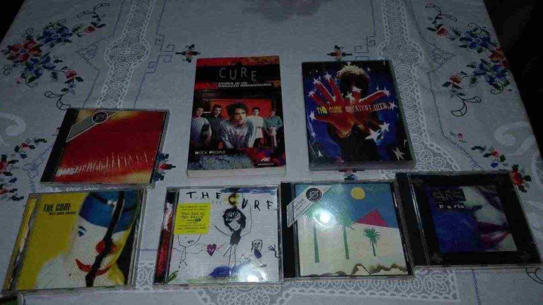 Raccolta CD, DVD e libro dei The Cure