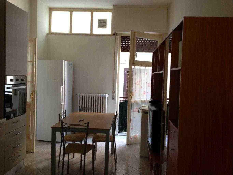 Camera singola per  completare appartamento