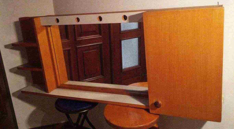 Mobiletto bagno in legno massello, color legno chiaro con illuminazione