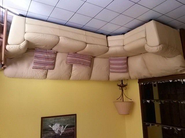 divano in pelle angolare