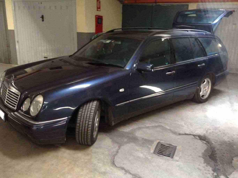 Vendesi Mercedes E300