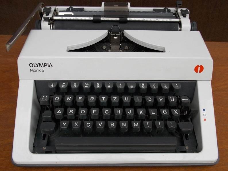 Macchina da scrivere Olympia /Monica Vintage