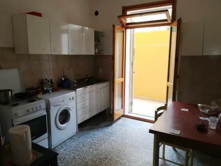 Alghero in via Kennedy appartamento tre letto con cortile !!!