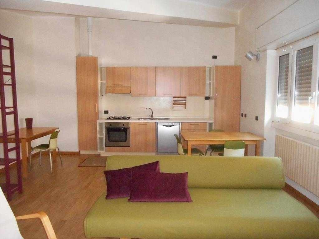 In affitto bilocale via Rutilia, Milano