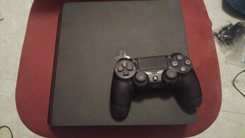 Playstation 4 Slim 1TB