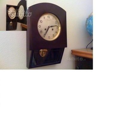 Orologio antico a pendolo da paretemuro in legno
