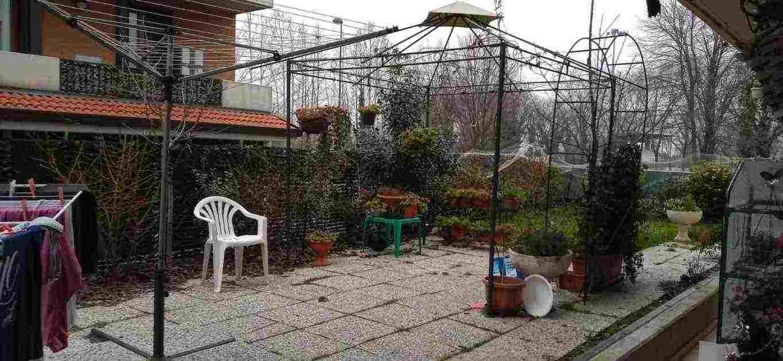 Appartamento con giardino garage e cantina semi domotica