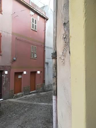 Villanova Monteleone palazzina su 3 livelli da ristrutturare !!!