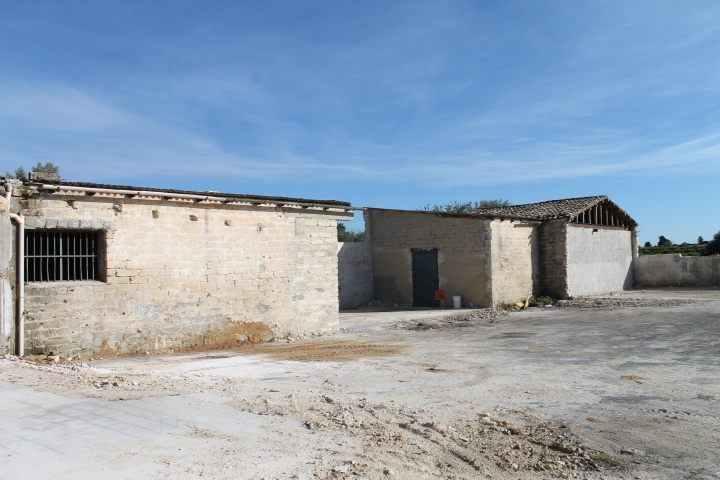 terreno con capannoni e fabbricato rurale vendita siracusa