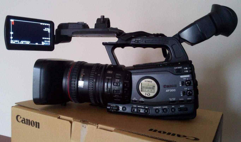Telecamera Professionale CANON XF300 con accessori