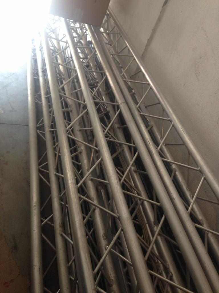 Tralici in alluminio conponibili triangolari, per 300mq 9m