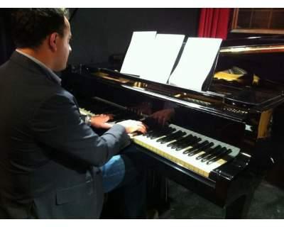 LEZIONI DI PIANOFORTE TEORIA E SOLFEGGIO