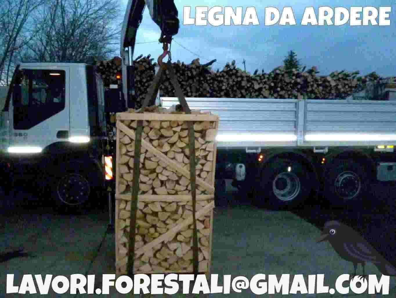 Pellet e legna da ardere in bancali