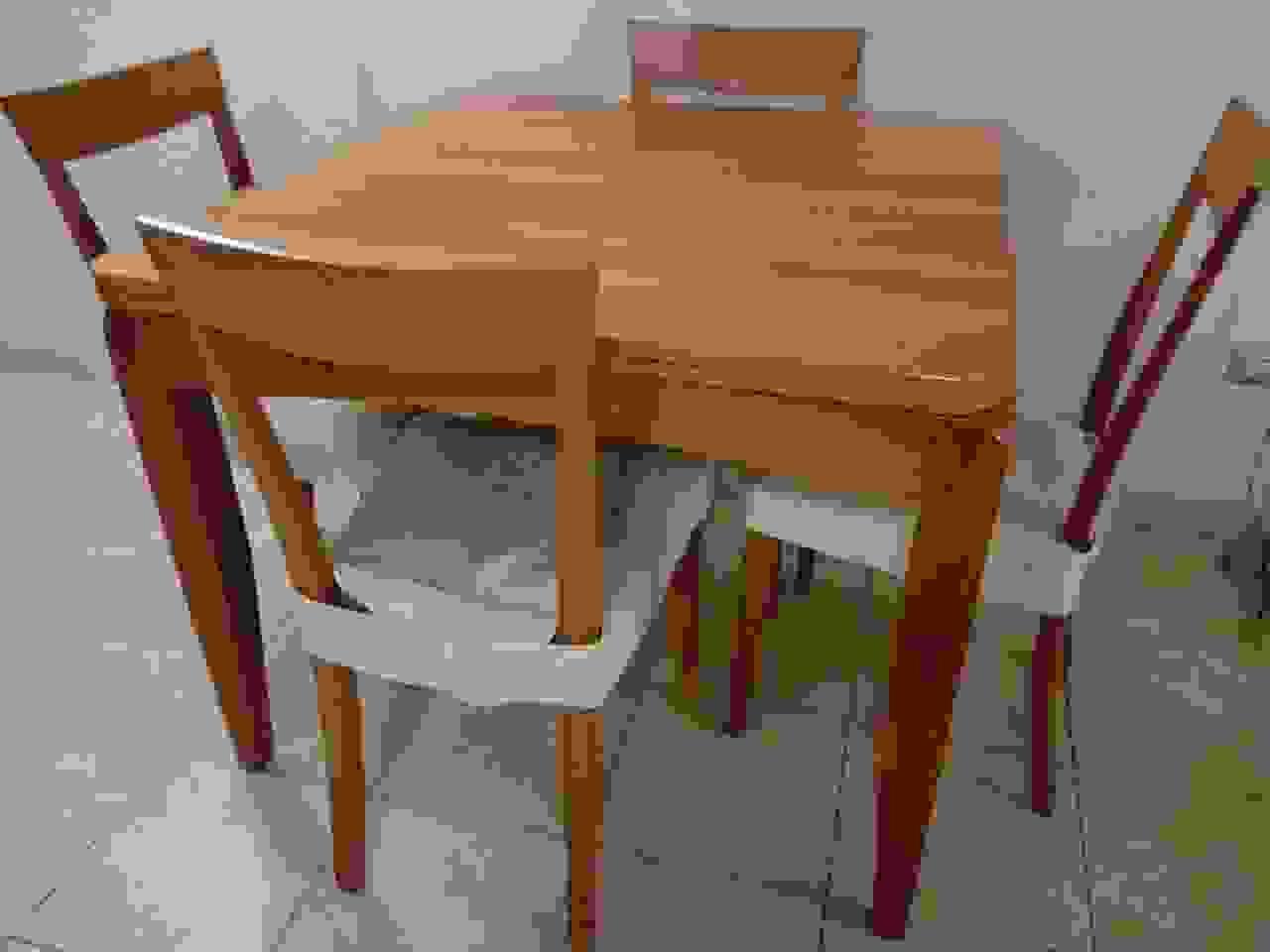 Tavolo allungabile + 4 sedie