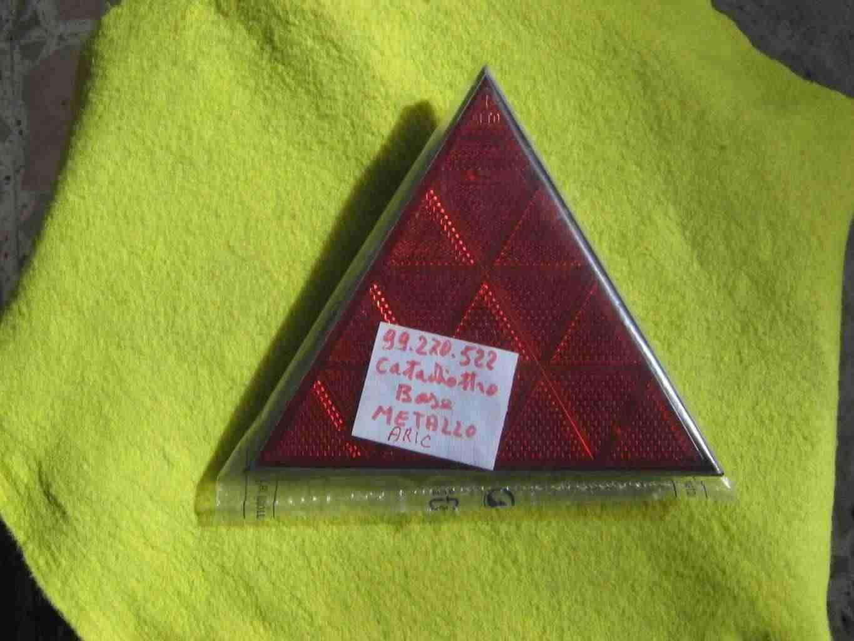 Catarifrangenti  triangolari in metallo  per camper