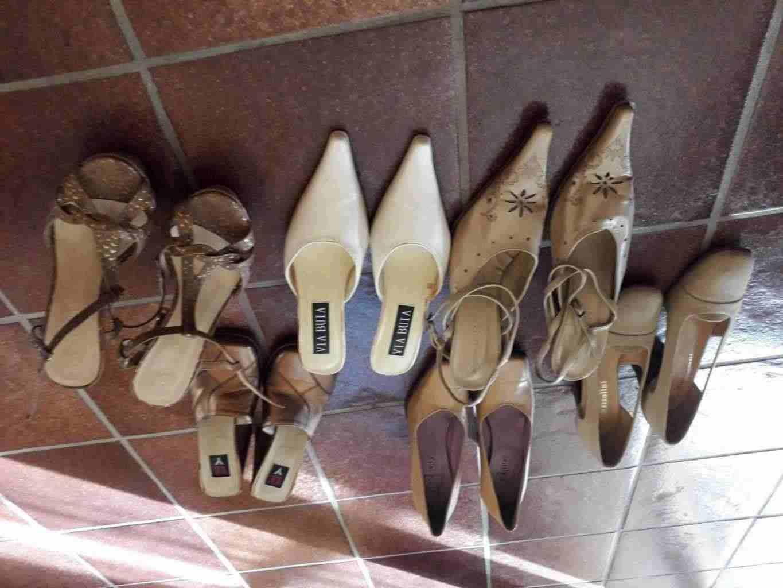 Vendesi scarpe usate