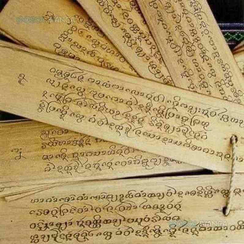 consulta le antiche pergamene farai un viaggio nel futuro e avrai la verita' del presente