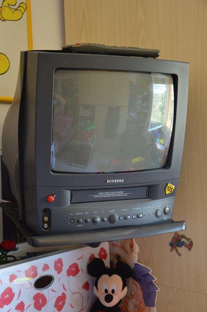 Tv samsung con video registratore a cassetta + 50 film originali