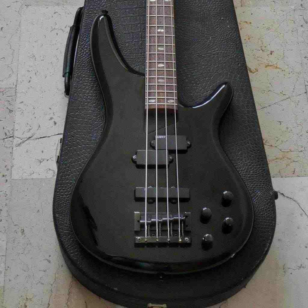 Vendo basso elettrico attivo Ibanez SR800 nero del 1995