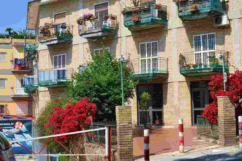 Appartamento 5 Camere doppi Servizi Fuorigrotta