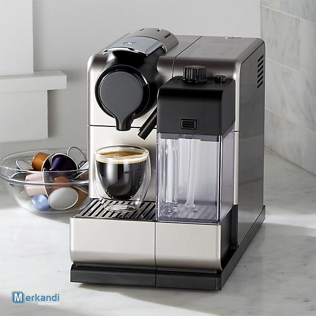 Stock macchina per il caffè Nespresso DeLonghi