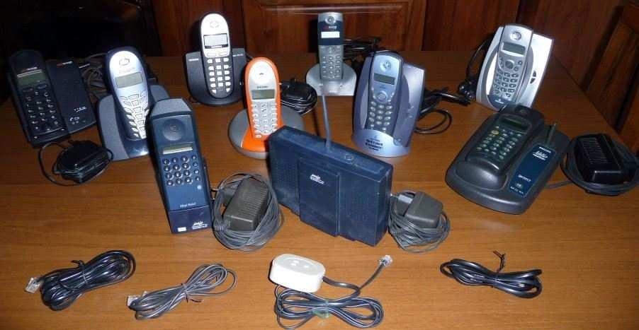 N. 12 telefoni cordless alcuni anche vintage