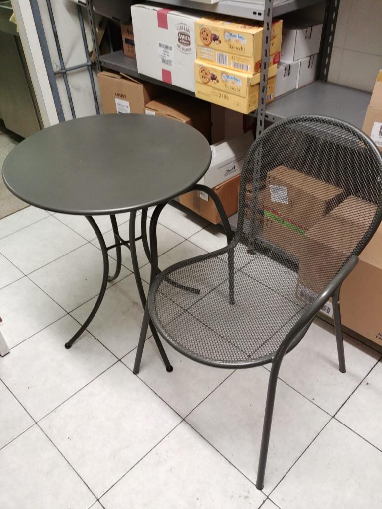 Sedie e tavoli attrezzature da lavoro