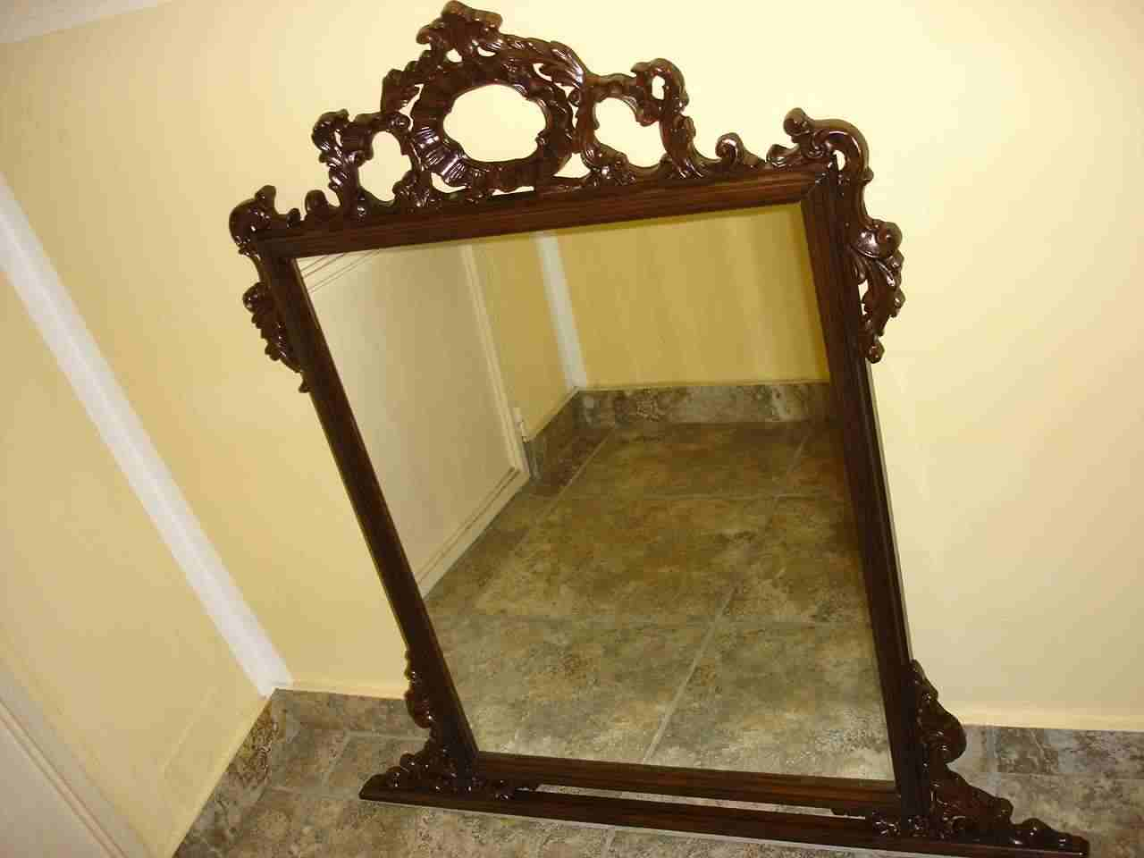 Specchiera antica in legno.