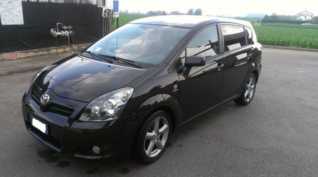 Toyota Corolla Verso 2.2 D-CAT DPF Executive