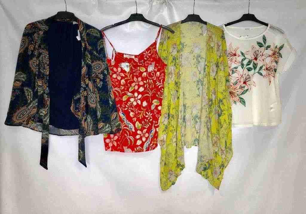 Stock di abbigliamento estivo