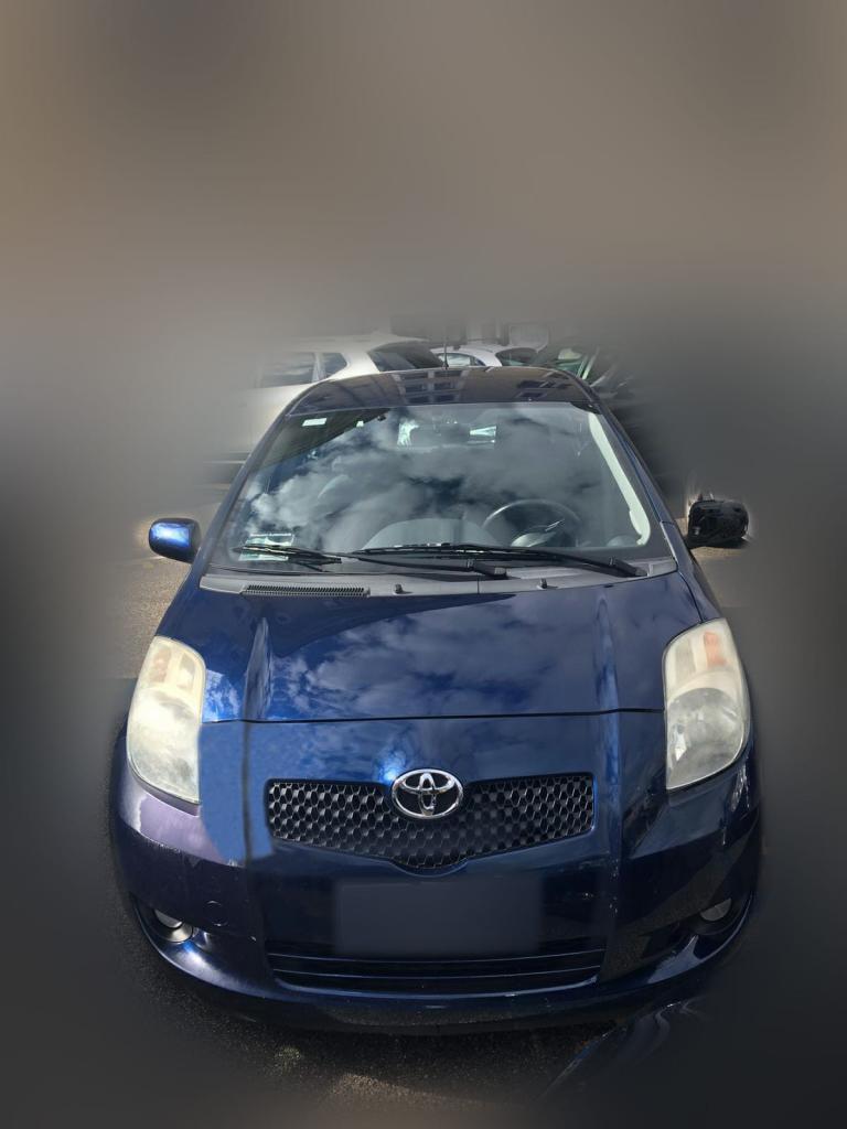 Occasione Yaris 2 serie GPL blu con pneumatici estivi e invernali più ruota di scorta
