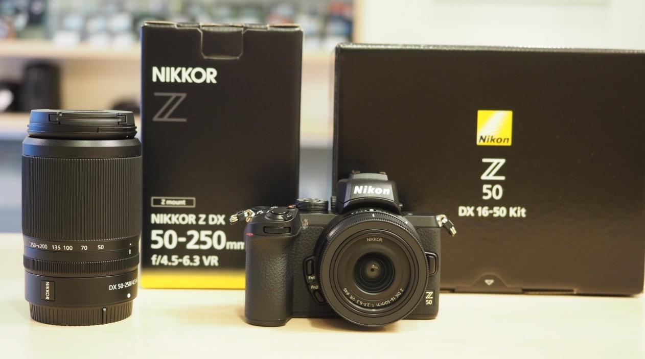 Nikon Z50 Mirrorless con obiettivo Nikon Nikkor Z DX 50-250mm f / 4.5-6.3 VR - 20085