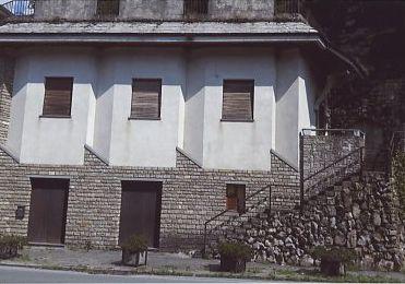 Locale su strada in Rezzoaglio (Genova)