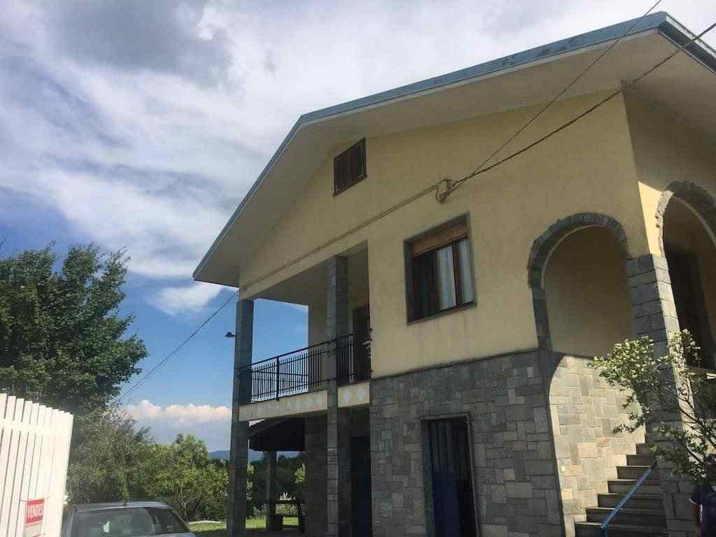 Casa completamente indipendente recintata con vista sulle colline circostanti.