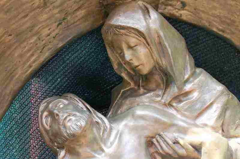 statua di bronzo  firmata  DALL ANGELO - la pieta -