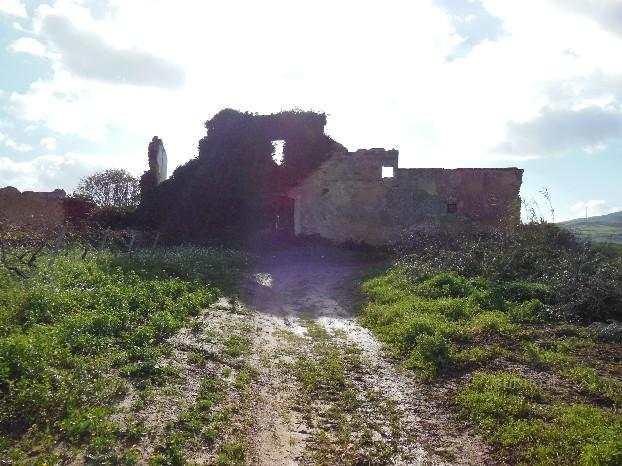 Sicilia 20 ettari di terreno con rudere di antico baglio