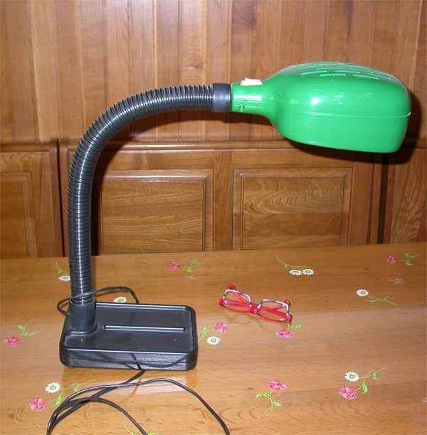 Vendo lampada plastica e gomma usta perfettamente funzionante da scrivania