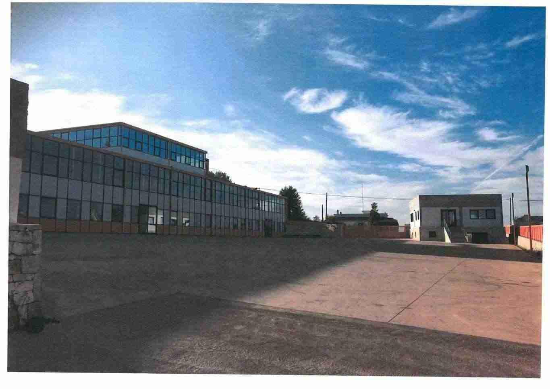 Vendesi locale 20m x 14 m, H 6,00m,con 60 mq di locali tecnici,pertinenza e parcheggi (1.450m)