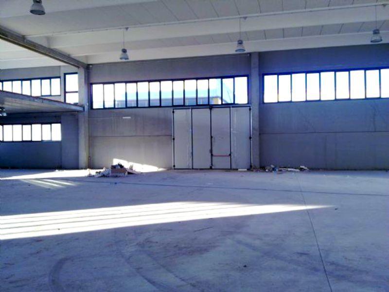 Rif. 600 capannone a Fratta Todina